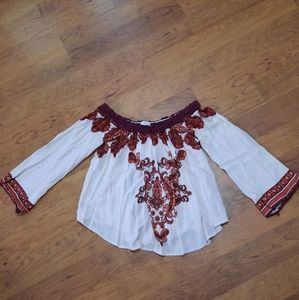 Taylor and sage Beautiful embroidery shoulder top